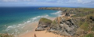 Image cropped from https://upload.wikimedia.org/wikipedia/commons/8/83/Bedruthan_Cornwall_UK_June_2007.JPG