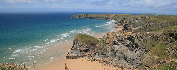 Image cropped from https://upload.wikimedia.org/wikipedia/commons/8/83/Bedruthan_Cornwall_UK_June_2007.JPG